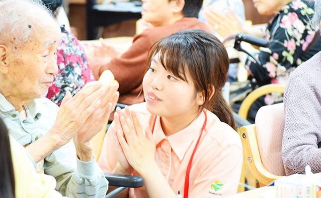 サービス付き高齢者向け住宅はっぴーらいふ豊中新千里〈介護職・ヘルパー / 正社員(夜勤あり)〉